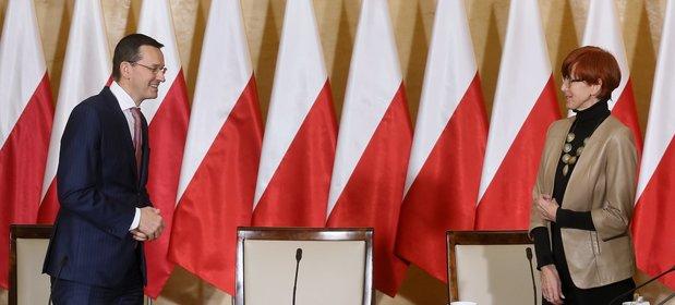 Wicepremier, minister finansów i rozwoju Mateusz Morawiecki i minister rodziny, pracy i polityki społecznej Elżbieta Rafalska