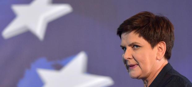 Na czele rządu stoi premier Beata Szydło, nikogo więc nagroda dla niej nie powinna dziwić - mówi money.pl minister rodziny Elżbieta Rafalska