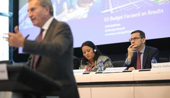 """Bruksela wyciągnie ręce po więcej pieniędzy? Mateusz Morawiecki proponuje """"magię i ściganie internetowych gigantów"""""""
