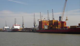 Zajęty statek i zablokowany port. Greenpeace stawia żądania Volkswagenowi