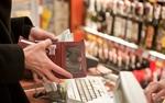 Długi sklepów to już prawie miliard złotych. Najgorzej radzą sobie placówki handlujące alkoholem