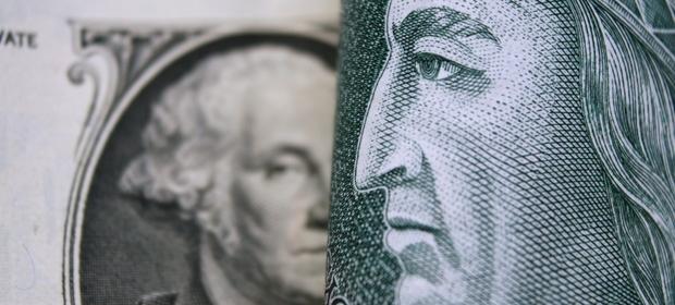 Od początku roku dolar osłabił się wobec złotego już o około 15 procent.