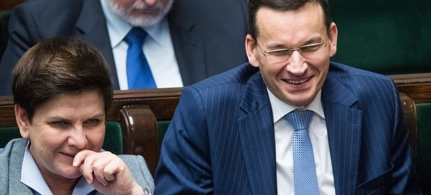 Premier Beata Szydło i wicepremier Mateusz Morawiecki mogą się cieszyć: tempo wzrostu gospodarczego jest wyższe, niż zaplanowano w budżecie