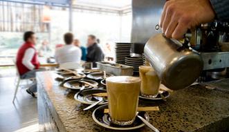 Pokolenie kawiarni. Młodzi Polacy nie spotykają się już w domach