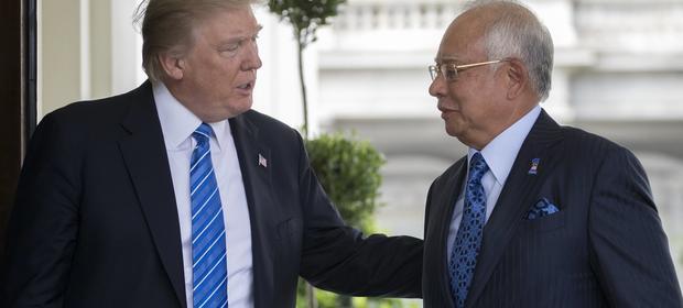 Ani Donald Trump, ani Najib Razak nie odnieśli się do śledztwa prowadzonego przez amerykański wymiar sprawiedliwości. Wedug śledczych premier Malezji zamieszany jest w pranie brudnych pieniędzy