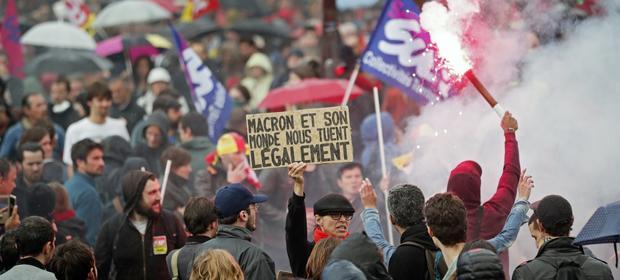 We wtorek w demonstracjach wzięło udział - według policji - ponad 220 tys. osób.