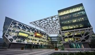 Bez jednego człowieka. W Chinach gigant e-handlu pracuje nad w pełni zautomatyzowanymi magazynami