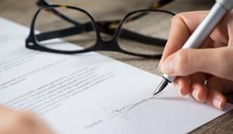 Firmy przestrzegają nowych przepisów dotyczących zatrudniania